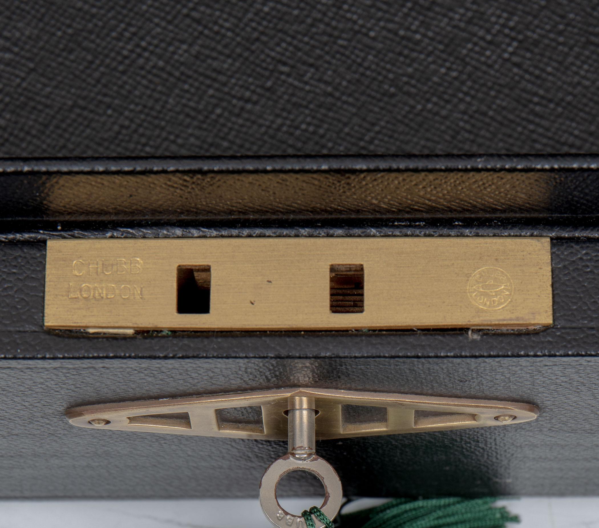 Queen E II box front